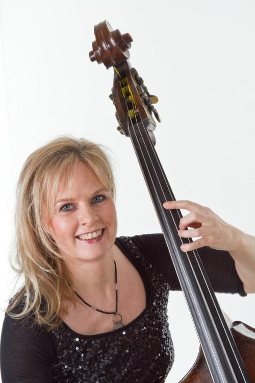 Christine Hoock, Kontrabass (© Foto: Oskar Henn)