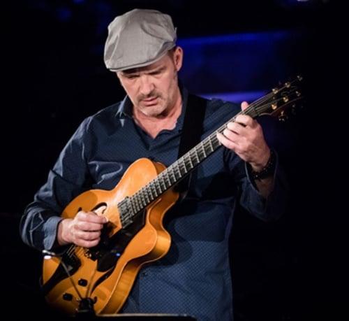 Wolfgang Muthspiel, Gitarre Und Vocal (© Foto: Marc Ducrest)