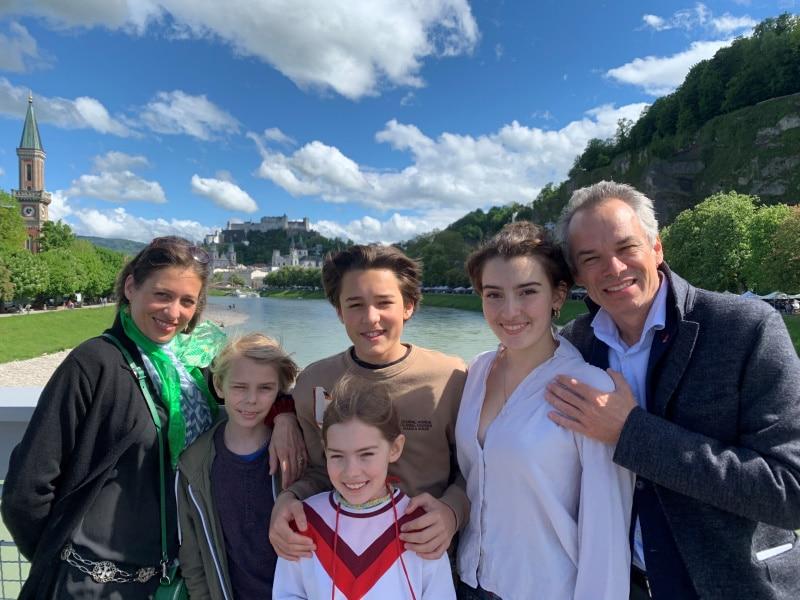 Familie Schmid (© Foto: Ariane Haering und Benjamin Schmid)